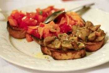 Bruschette cu roșii și ciuperci