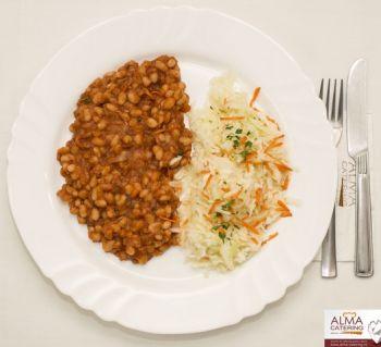 Iahnie de fasole boabe cu salată de varză albă  / salată de varză murată