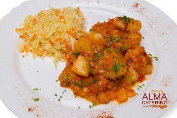 Mâncărică de cartofi cu salată de varză albă  / salată de varză murată