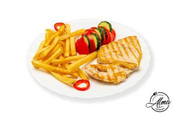Piept de pui la grătar cu cartofi prăjiți și salată de roșii cu castraveți  / salată de varză murată