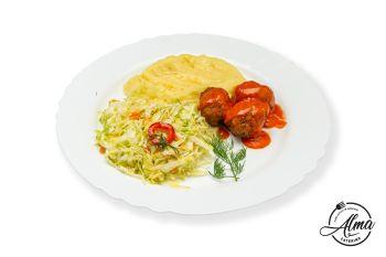 Chifteluțe marinate cu piure de cartofi și salată de varză  / salată de varză murată