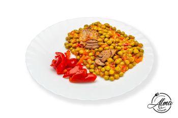 Mâncărică de mazăre cu carne de vită și salată de sezon  / salată de varză murată