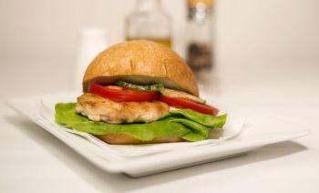Sandwich cu grătar de pui